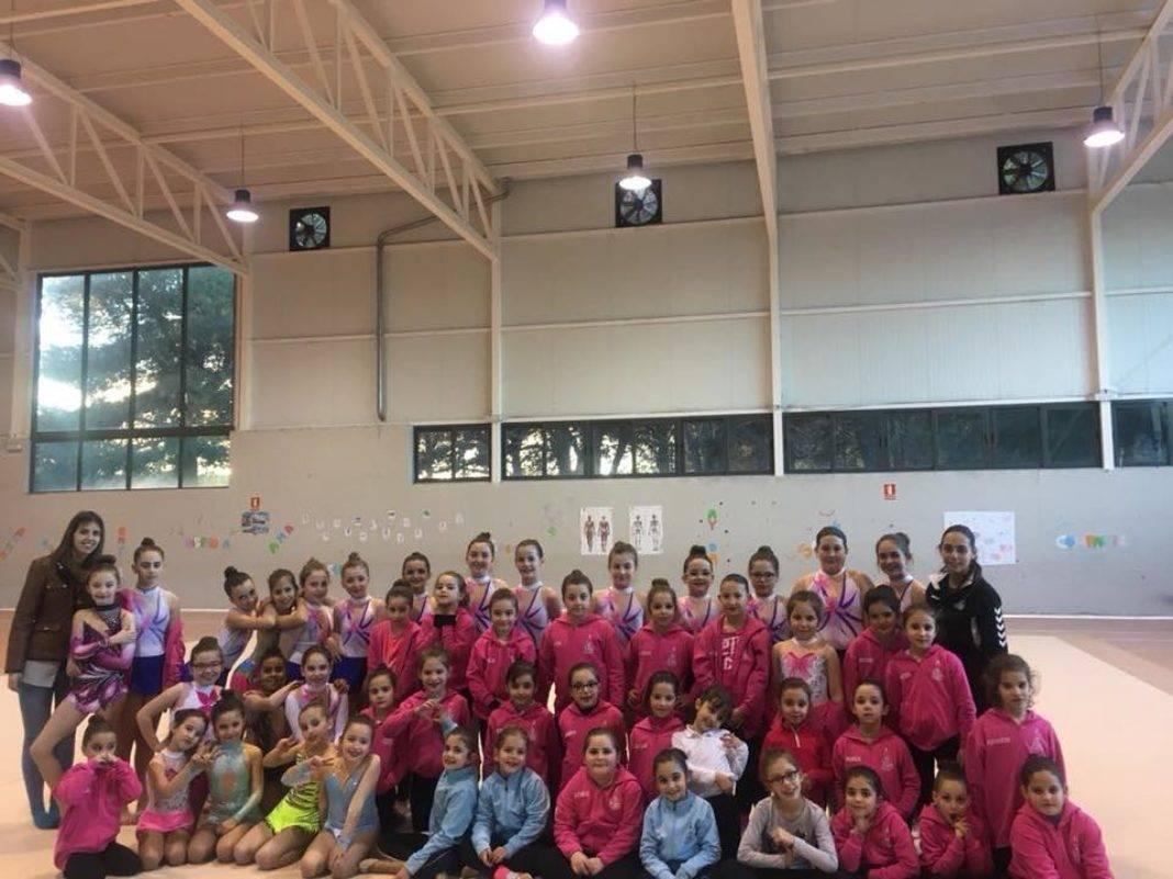 Olivia Montoya visitó a las chicas de gimnasia rítmica del SMD 4