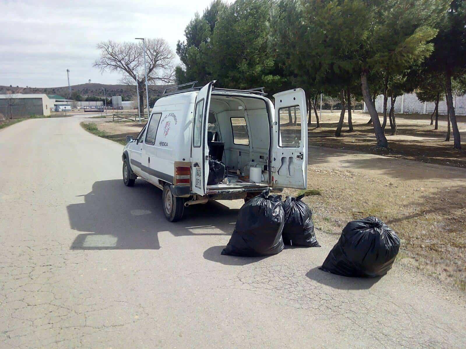 Limpieza de cunetas y márgenes de caminos en Herencia 5
