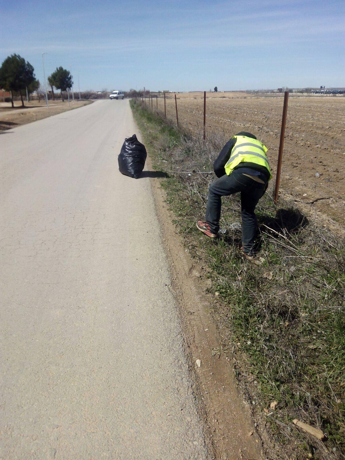 Limpieza de cunetas y márgenes de caminos en Herencia 6