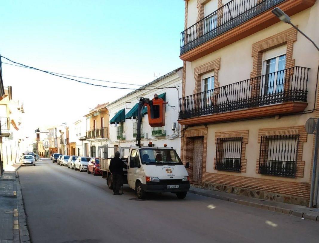 Herencia prepara sus calles para los pasos de Semana Santa 5