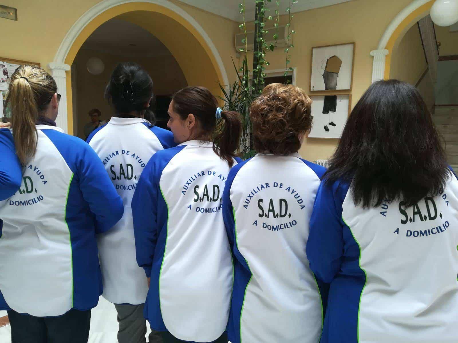 servicio ayuda domicilio camisetas - Servicio de Ayuda a Domicilio de Herencia se reestructura