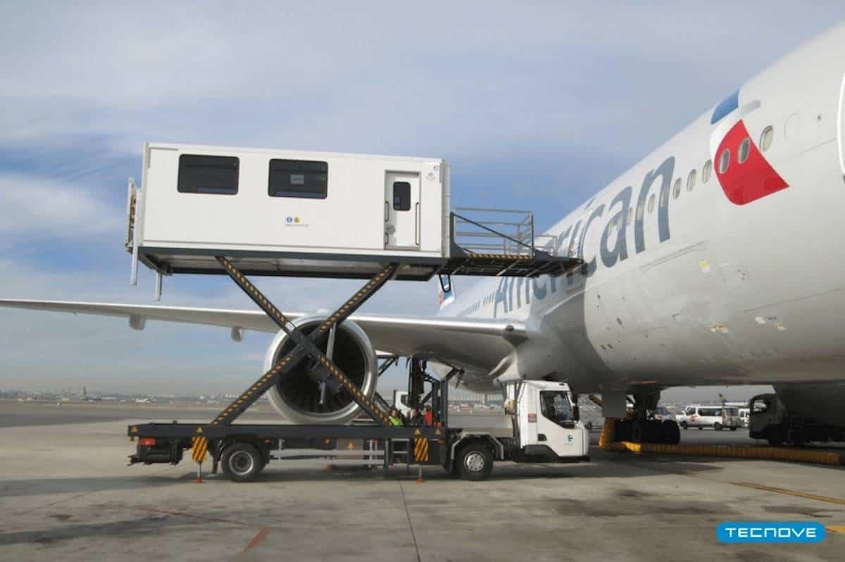 Ambulift aeropuertos - Tecnove y Air-Rail entregan equipos para el traslado en aeropuertos de personas con movilidad reducida