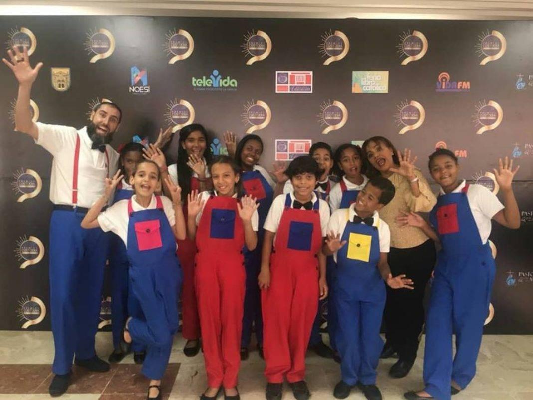 Corito Chichigua premio al ministerio musical infantilde Santo Domingo 23