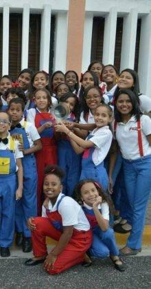Corito Chichigua premio al ministerio musical infantilde Santo Domingo 18