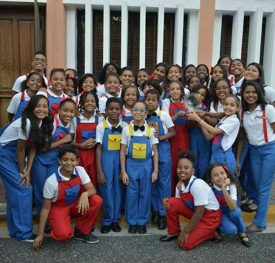 Corito Chichigua premio al ministerio musical infantilde Santo Domingo 9