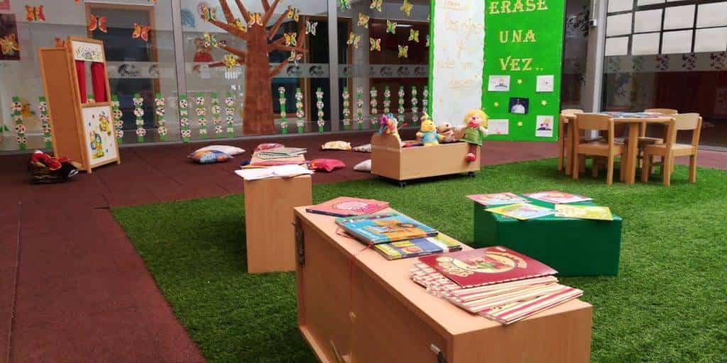 """Escuela Infantil de Herencia homenaje a El Principito - La Escuela Infantil recuerda el libro de """"El Principito"""" en su 75 aniversario"""