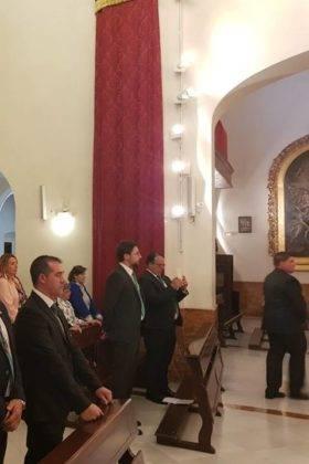 Hermandad de El Santo en su peregrinacion a la Esperanza de Triana de Sevilla 280x420 - La hermandad de El Santo peregrina hasta la Capilla de los Marineros de Sevilla