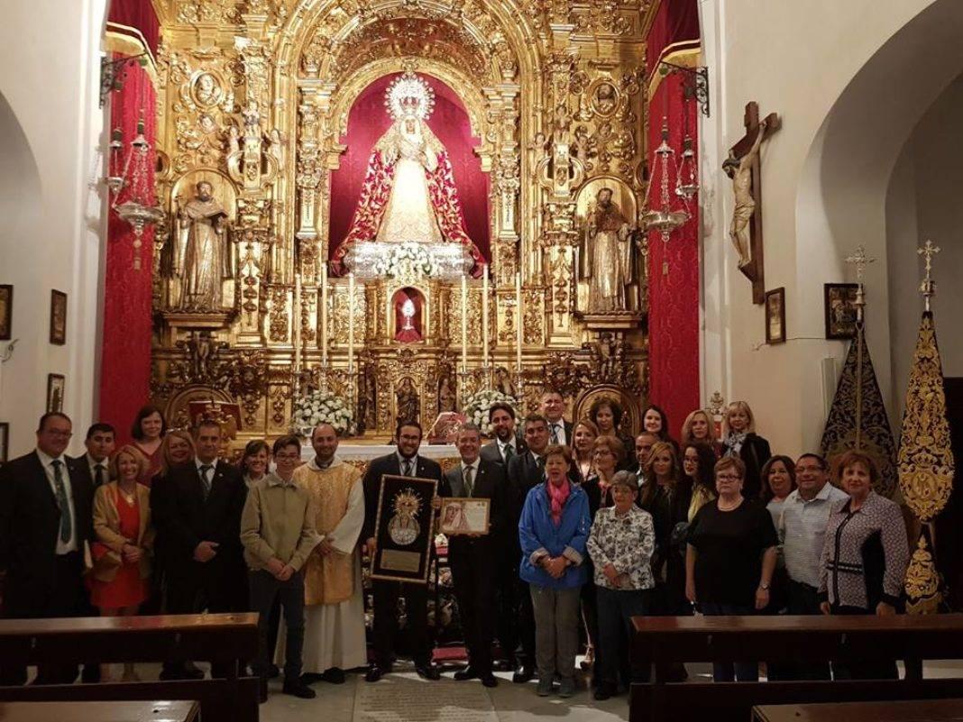Hermandad de El Santo en su peregrinacion a la Esperanza de Triana de Sevilla2 1068x801 - La hermandad de El Santo peregrina hasta la Capilla de los Marineros de Sevilla