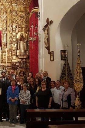 Hermandad de El Santo en su peregrinacion a la Esperanza de Triana de Sevilla2 280x420 - La hermandad de El Santo peregrina hasta la Capilla de los Marineros de Sevilla