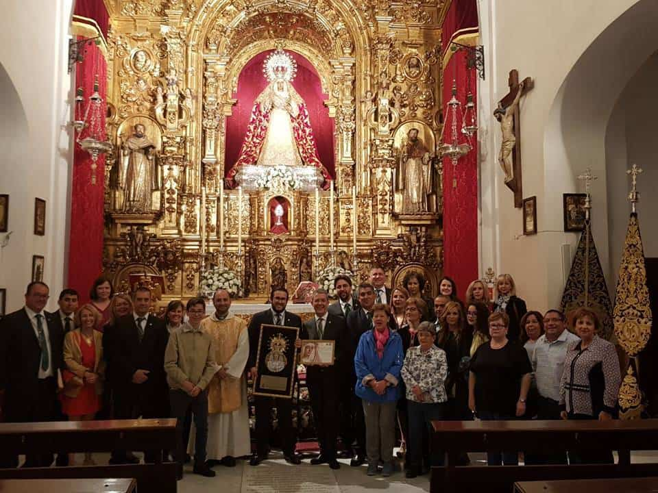 Hermandad de El Santo en su peregrinacion a la Esperanza de Triana de Sevilla2 - La hermandad de El Santo peregrina hasta la Capilla de los Marineros de Sevilla