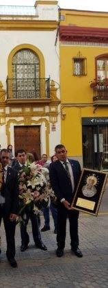 La hermandad de El Santo peregrina hasta la Capilla de los Marineros de Sevilla 5