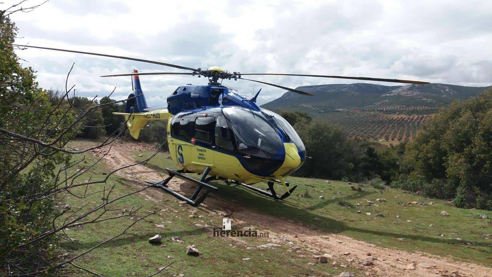 accidente pozo del agua helicoptero sescam - Un helicóptero del SESCAM rescata una senderista accidentada en Herencia