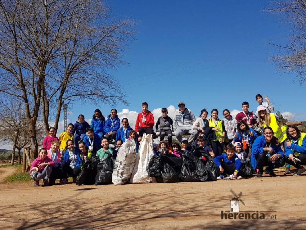 batida limpieza campo herencia scout 4 1068x801 - Éxito de la batida de limpieza del campo en Herencia ¡Galería actualizada!