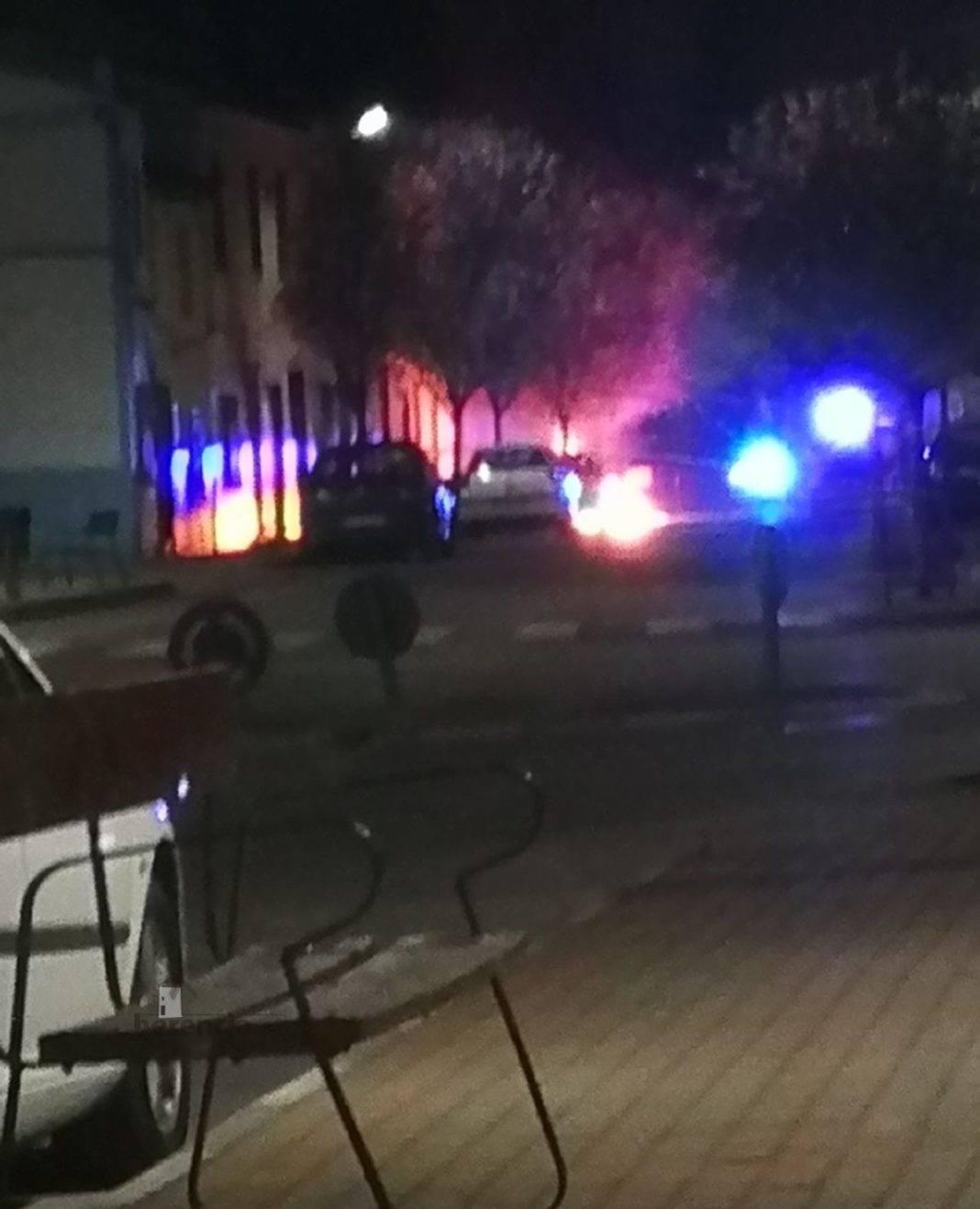Un contenedor en llamas el pasado Jueves Santo en la Plaza del Cristo 4