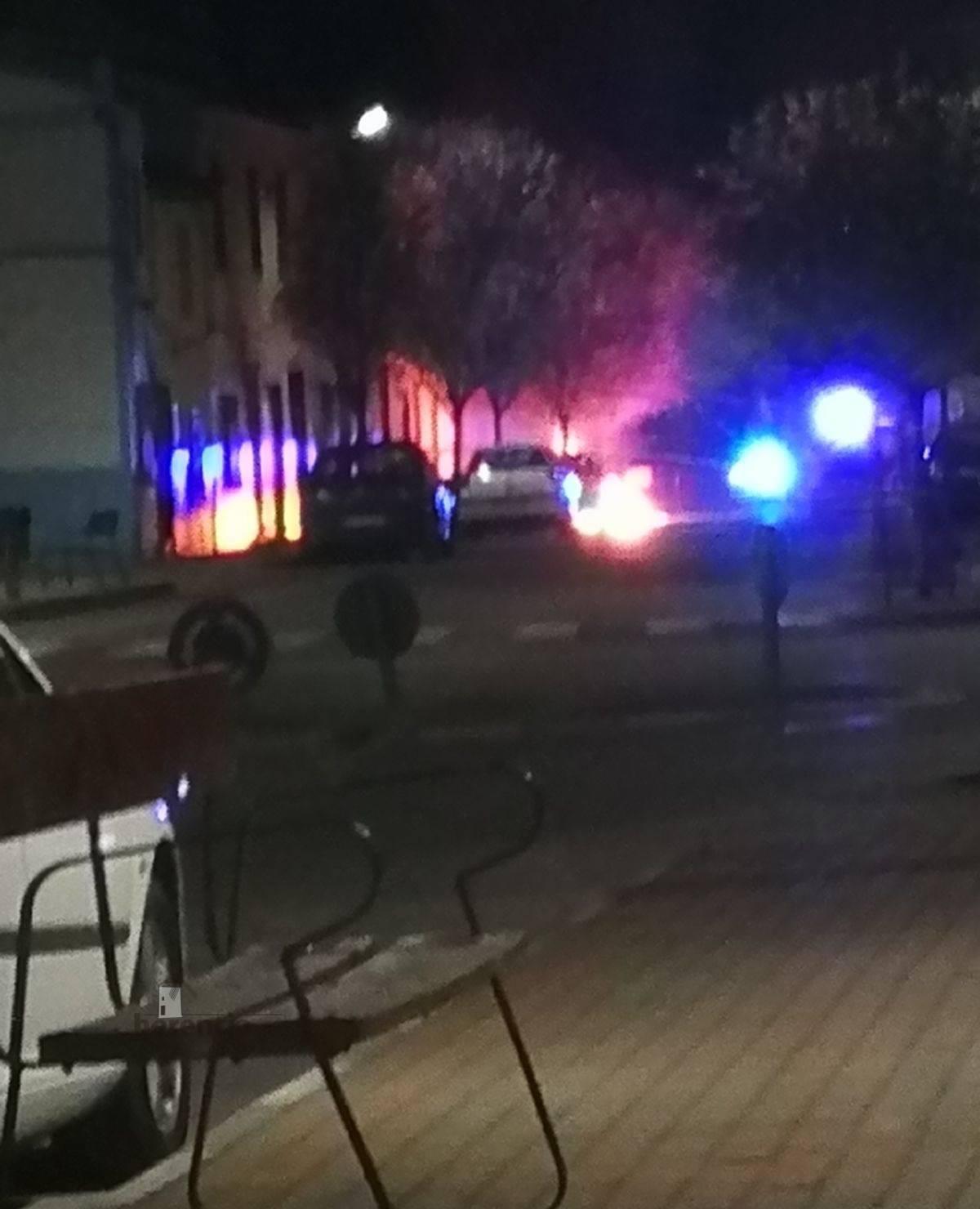 Un contenedor en llamas el pasado Jueves Santo en la Plaza del Cristo 3
