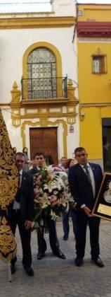 esperanza de triana herencia 158x420 - La hermandad de El Santo peregrina hasta la Capilla de los Marineros de Sevilla