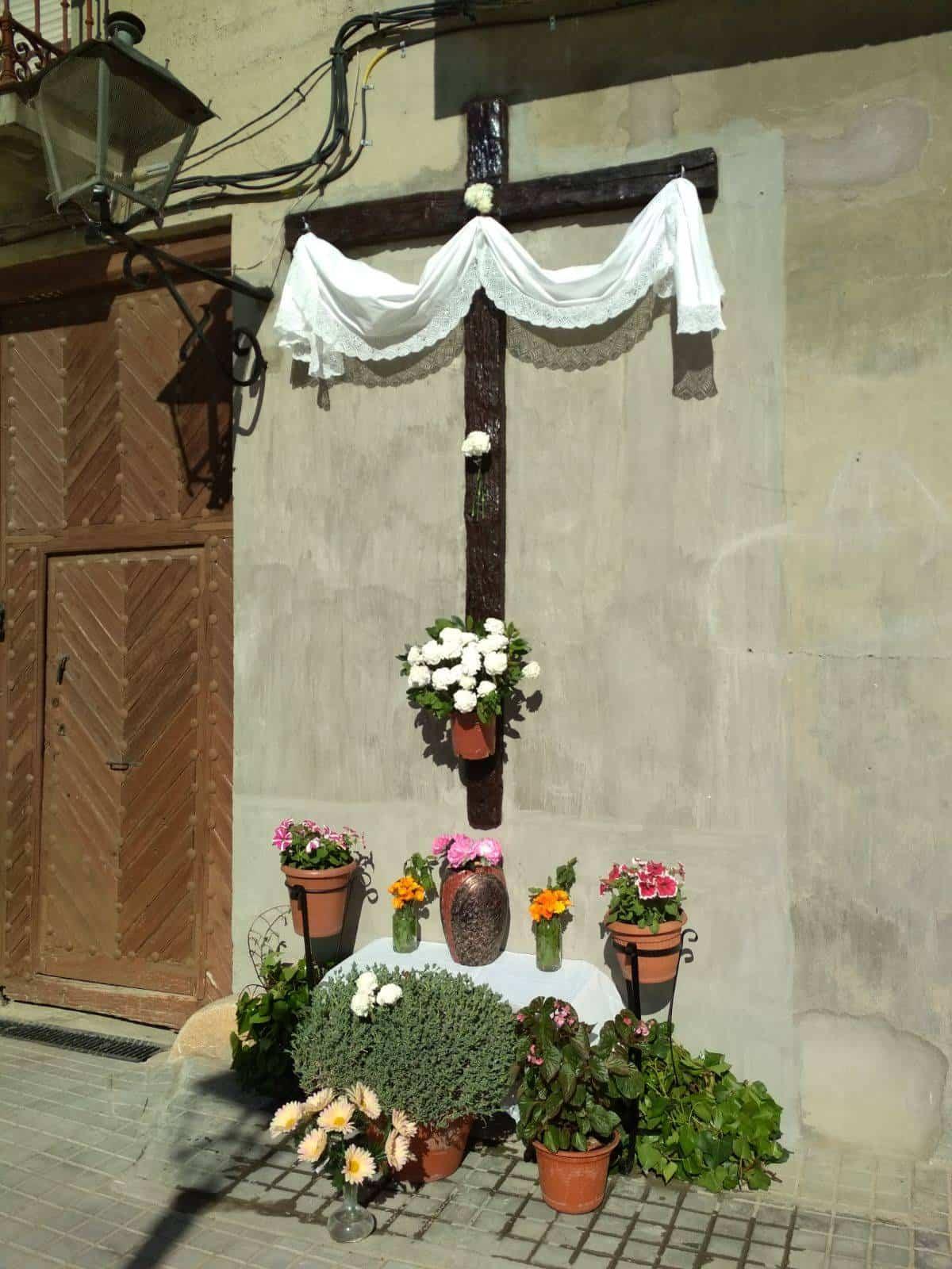 Cruz de mayo de la calle Cruces - Las cruces de Mayo vuelven a Herencia