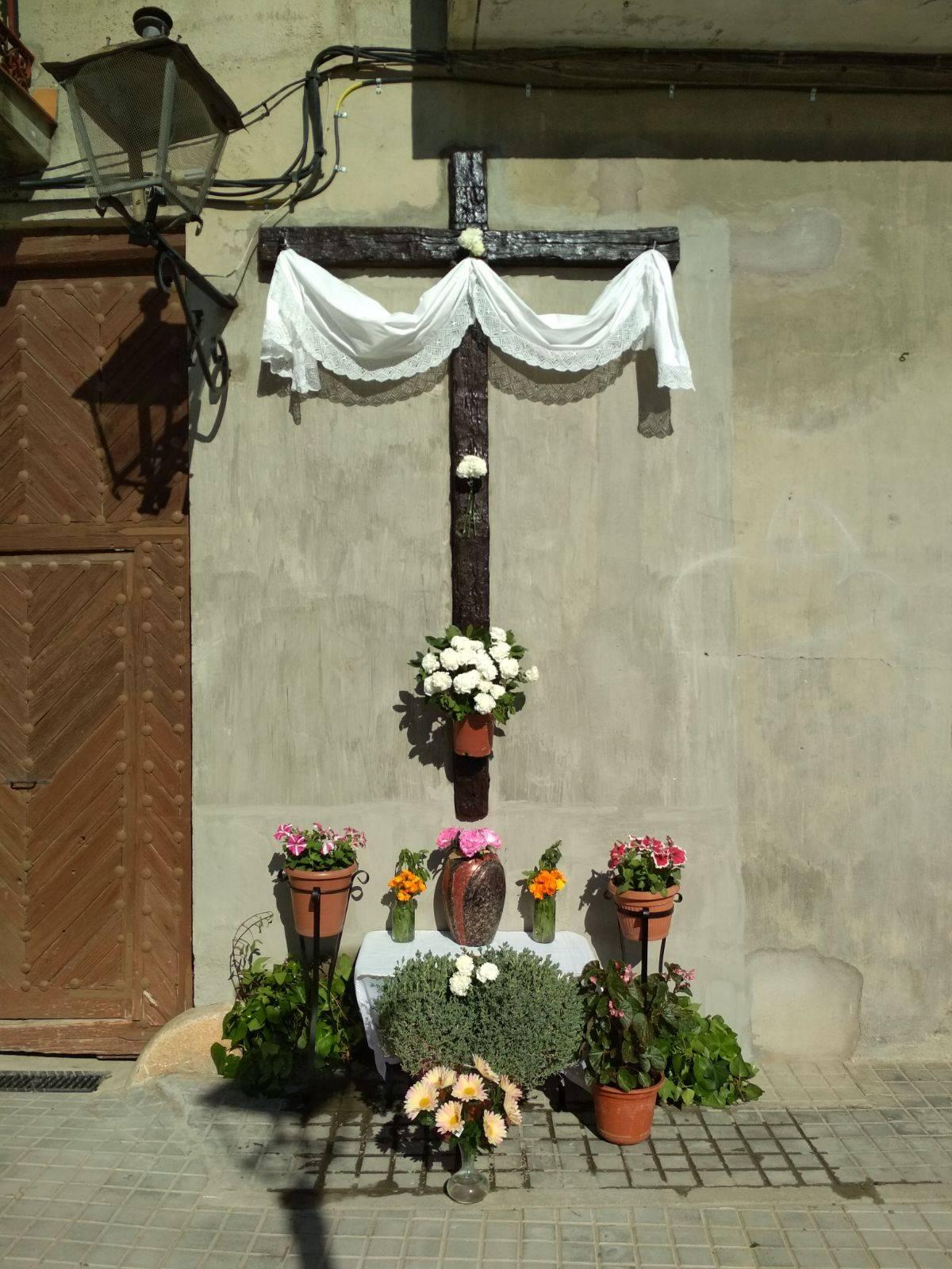 Cruz de mayo de la calle Cruces1 - Las cruces de Mayo vuelven a Herencia