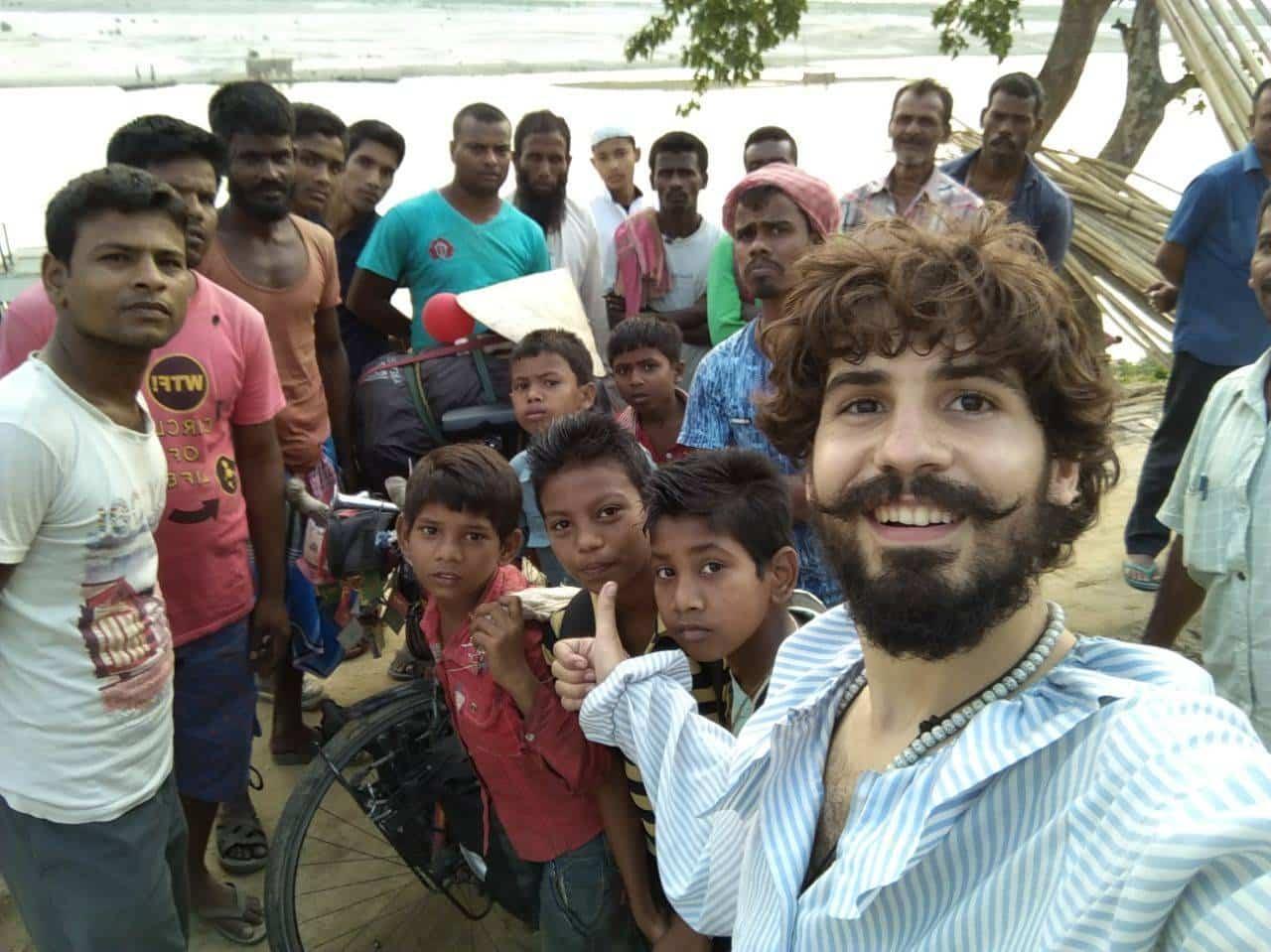 Elias Escrina Perle por el mundo y sus peripecias hasta llegar a Bangla Desh24 - Elías Escribano llega a Bangladesh. Crónica de Perlé por el mundo