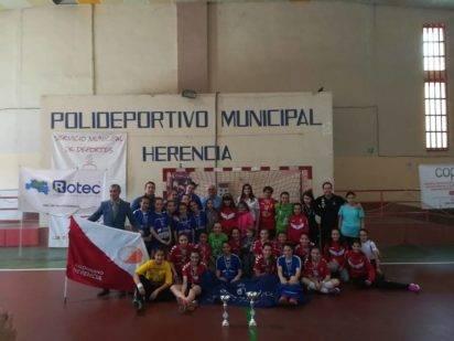 SMD BM Quijote Herencia alevinas2 412x309 - El SMD BM Quijote Herencia alevín femenino se proclama campeón regional de balonmano
