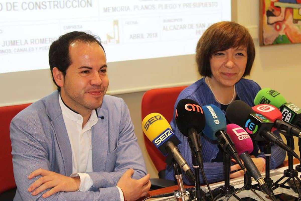 alcalde herencia y alcaldesa alcazar firman puente rondadia - Finaliza el proyecto técnico del Puente Rondadías y comienza la búsqueda de financiación