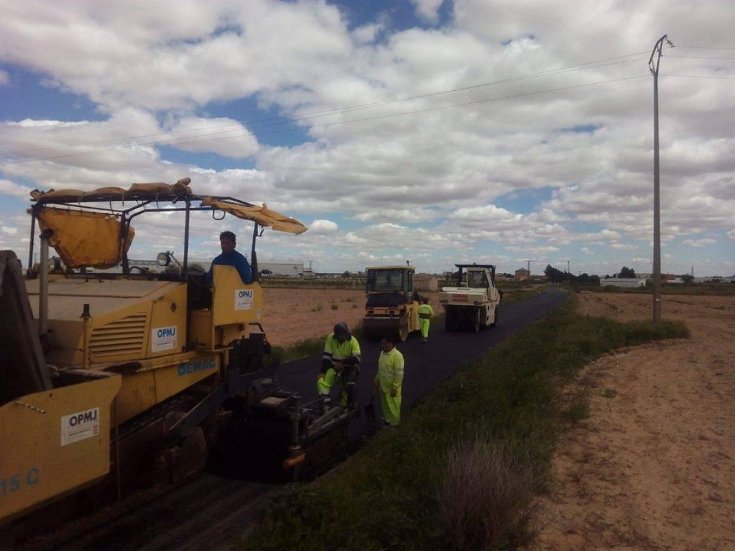 arreglo caminos de acceso a La Pedriza de Herencia 1068x801 - El Ayuntamiento asfalta los caminos de acceso a la Pedriza