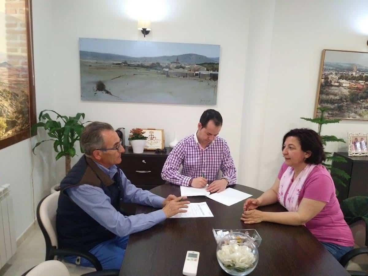 Renovado el convenio de colaboración entre el Ayuntamiento y la Asociación Cáritas 3