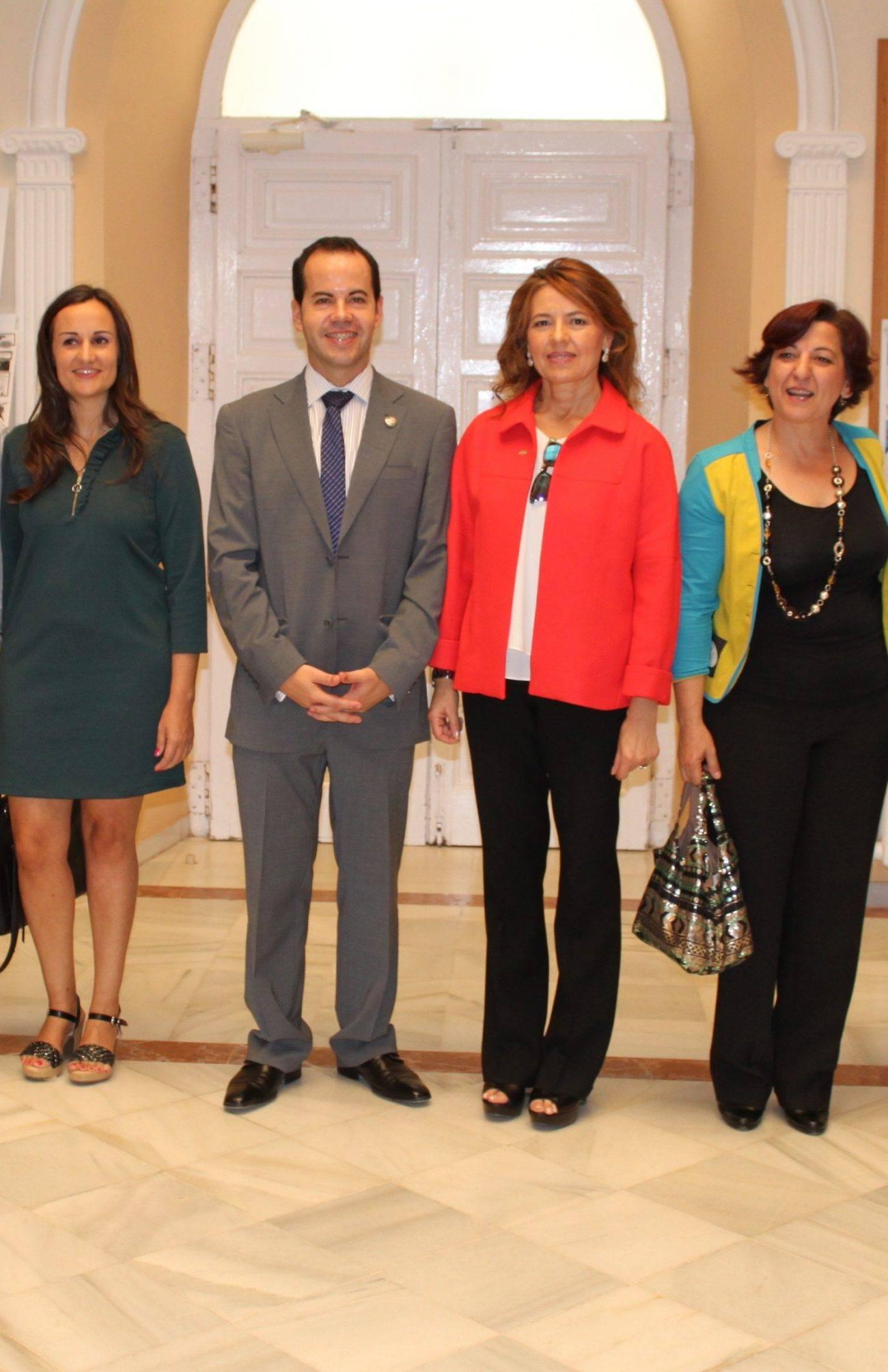 el alcalde con la consejera de servicios sociales - Ratificado el convenio del Plan Concertado de Servicios Sociales de Herencia