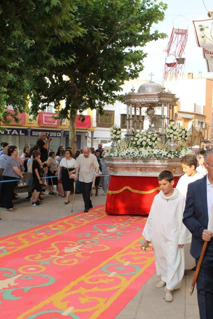 procesion corpus christi herencia - Herencia engalana sus calles para la festividad del Corpus Christi