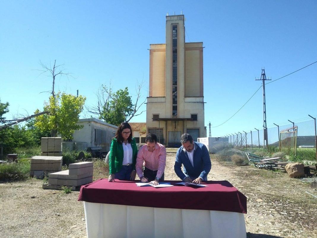 """Ayuntamiento y Mancha Norte firman el convenio que subvenciona el proyecto """"Quhesalia"""" 7"""