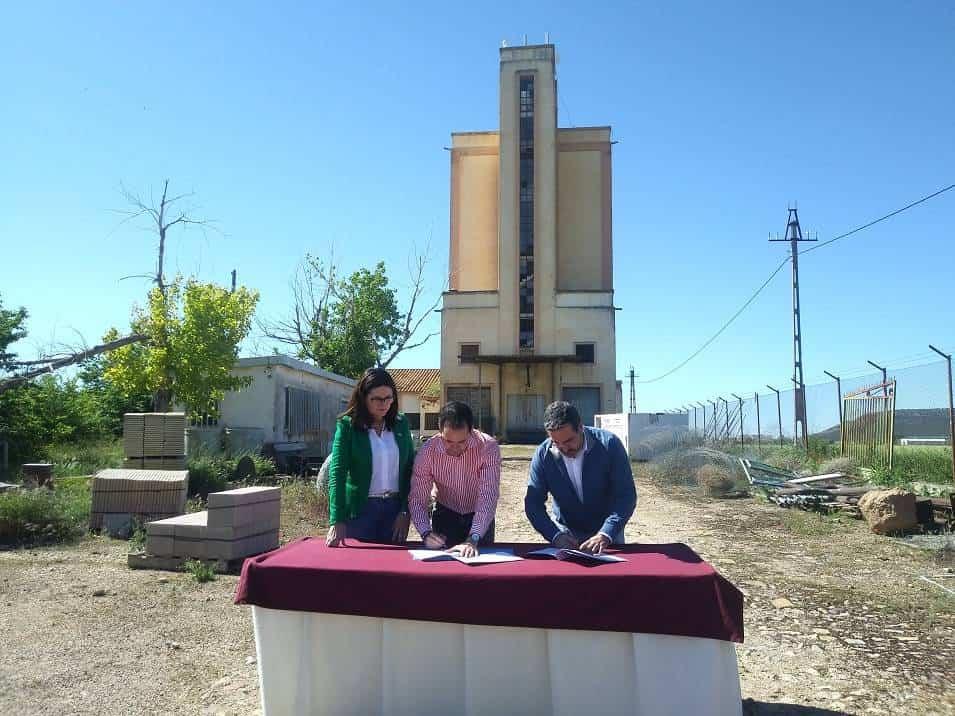 """quhesalia1 - Ayuntamiento y Mancha Norte firman el convenio que subvenciona el proyecto """"Quhesalia"""""""