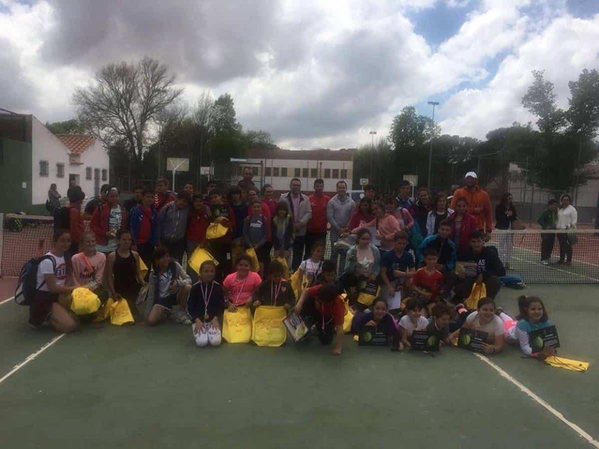 Entrega de trofeos del I Torneo Interescuelas de Tenis y Pádel 3