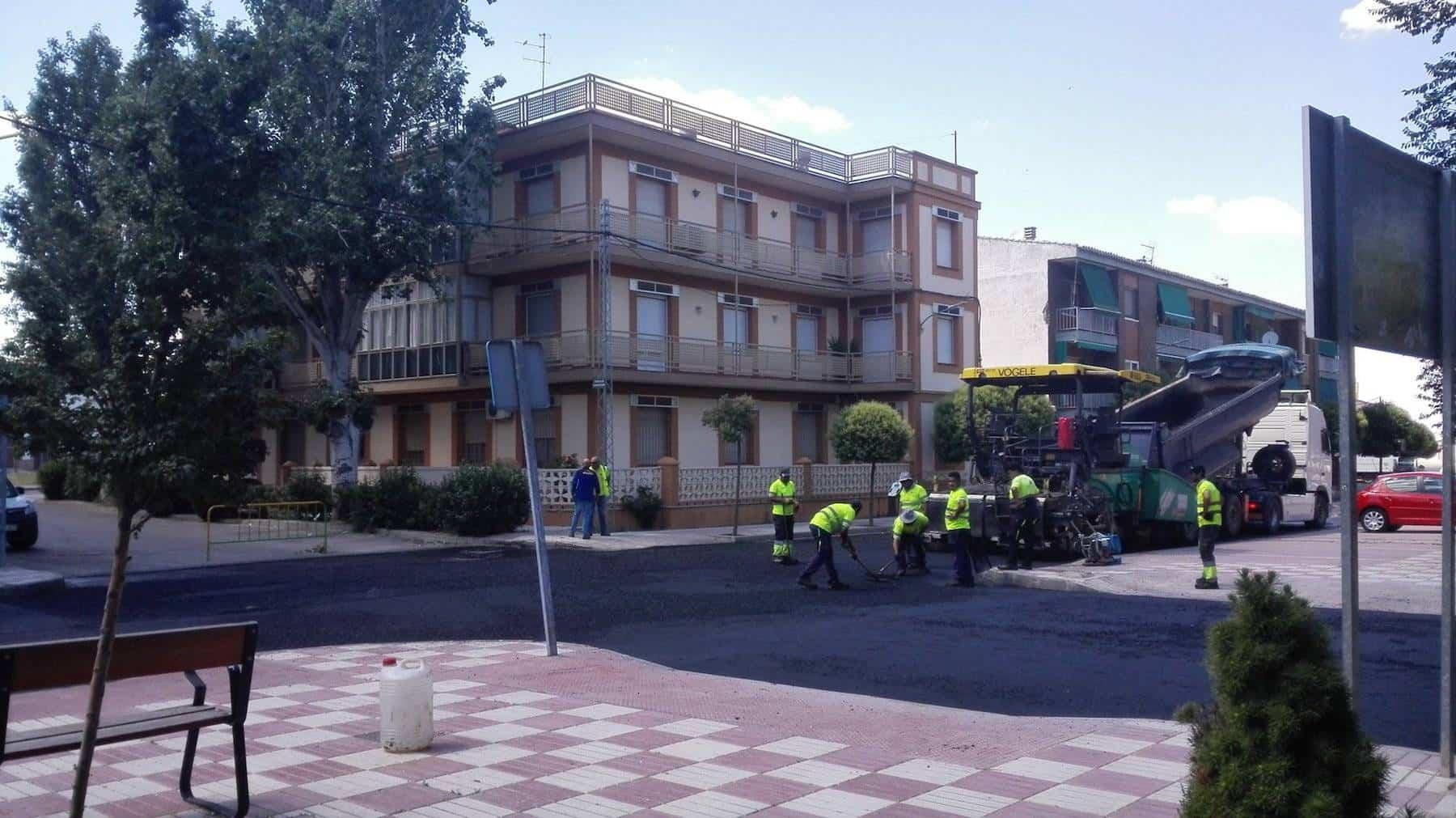 Comienza el asfaltado de la travesía en Herencia 5