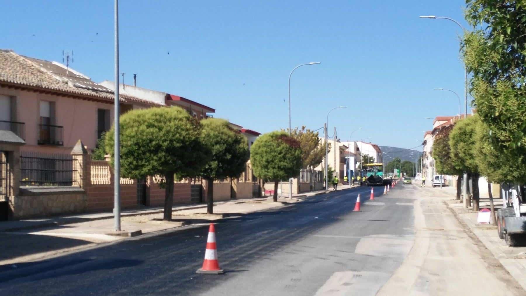 Comienza el asfaltado de la travesía en Herencia 6