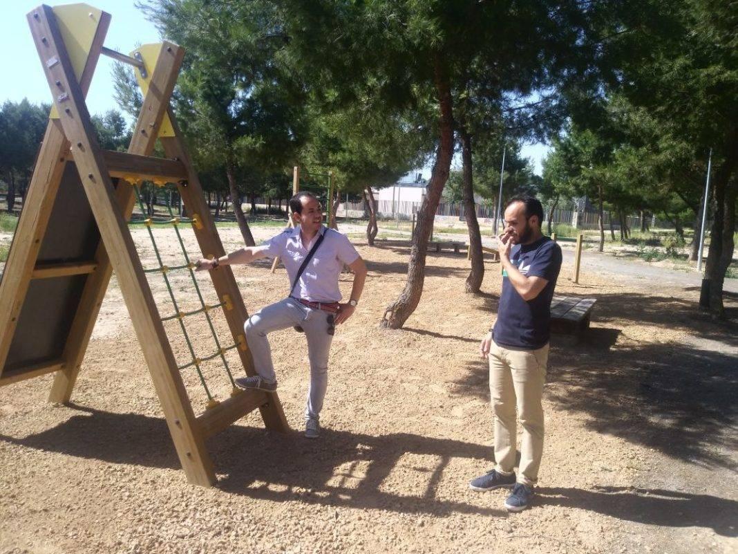 Instalado un circuito de gimnasia en el parque de la Serna 10
