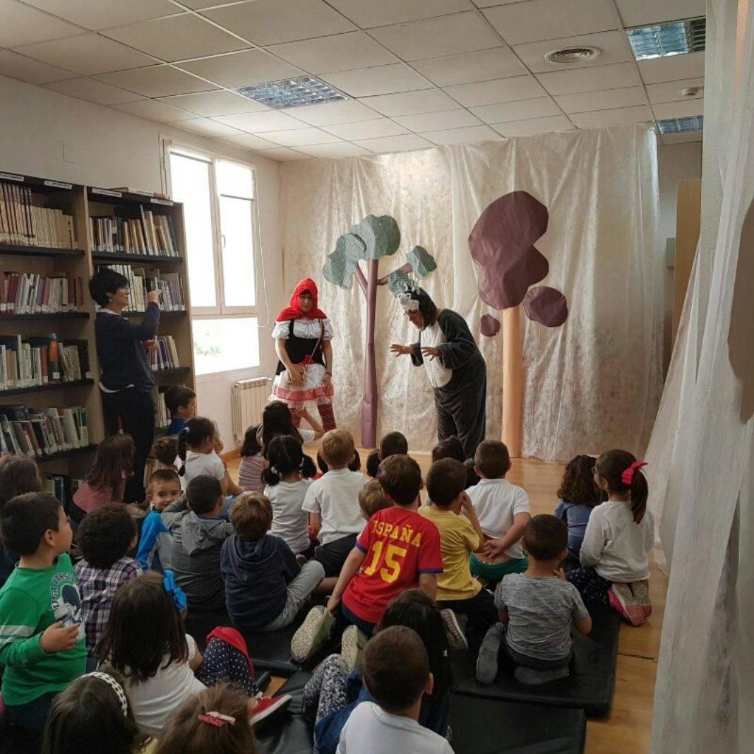 Cuentacuentos en la biblioteca para los colegios de Herencia 9