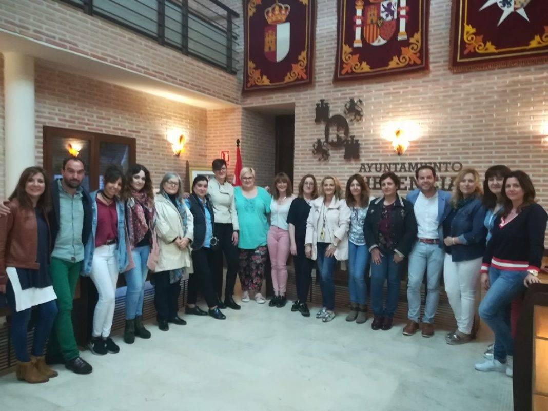 miembros del comercio de Herencia 1068x801 - Descuentos en Herencia a los usuarios del carné joven europeo
