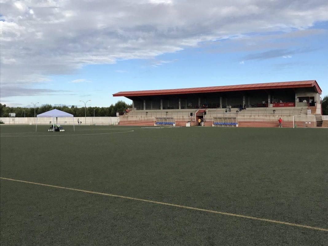 preparativos torneo futbol 8 herencia 1 1068x801 - Convocatorias para monitores de fútbol, balonmano y baile para Herencia