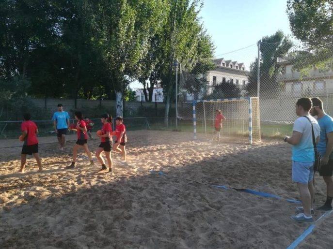 Escuela de Balonmano Playa 2018 herencia 10 687x515 - Comienzo de la tercera edición de la Escuela de Balonmano Playa