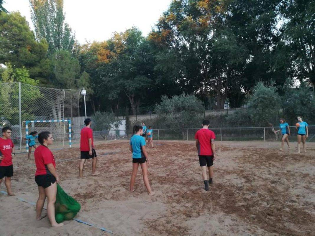 Escuela de Balonmano Playa 2018 herencia 7 1068x801 - Comienzo de la tercera edición de la Escuela de Balonmano Playa
