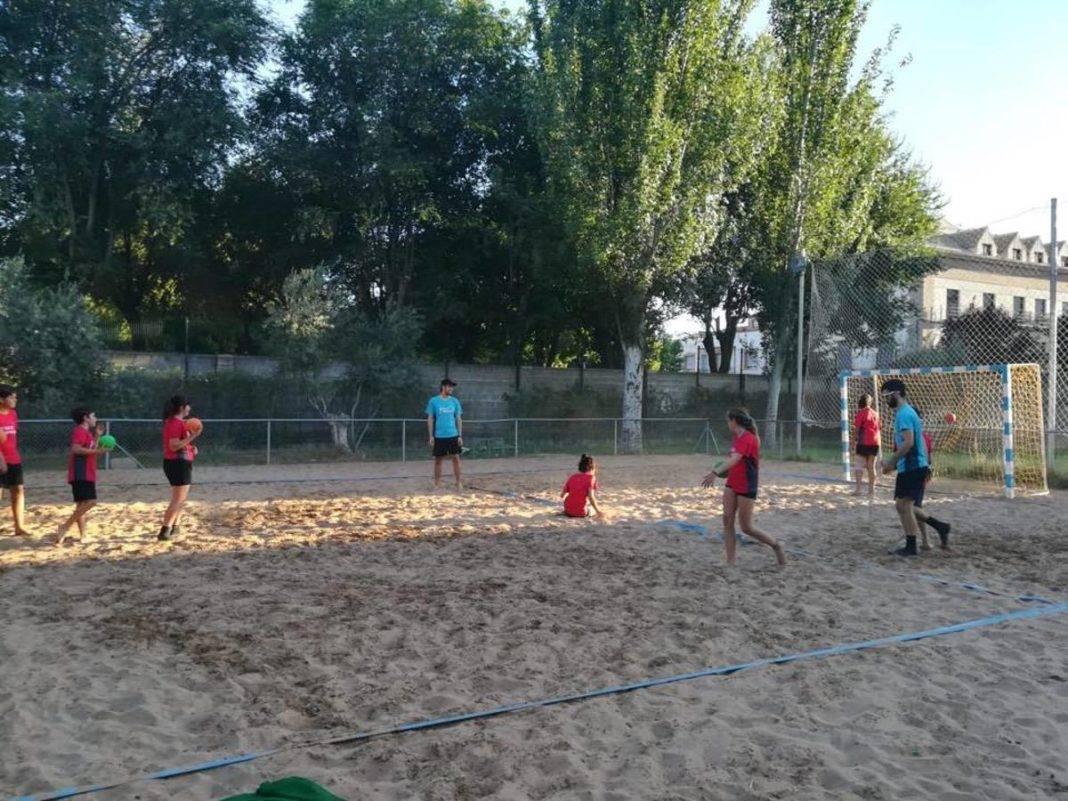 Escuela de Balonmano Playa 2018 herencia 9 1068x801 - Último día para apuntarse al IV Torneo de balonmano playa de Herencia