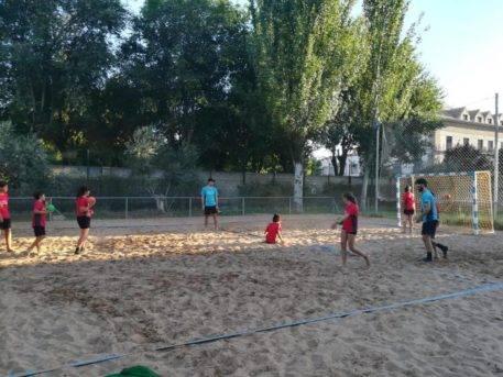 Escuela de Balonmano Playa 2018 herencia 9 457x343 - Comienzo de la tercera edición de la Escuela de Balonmano Playa