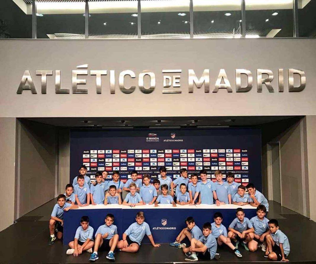 Los participantes en el V Campus de Fútbol visitaron el Wanda Metropolitano 17
