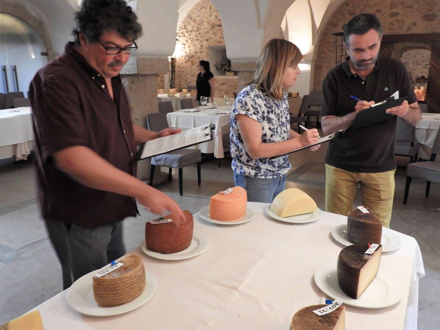 quesos manchegos premiados fercam manzanares 2 - Los quesos manchegos herencianos premiados en Fercam, los mejores entre los mejores