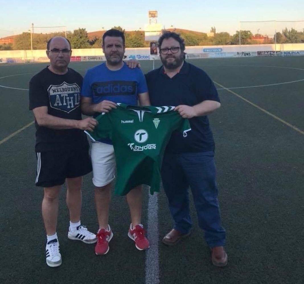 Chechu renueva con el equipo senior Herencia C.F. 2