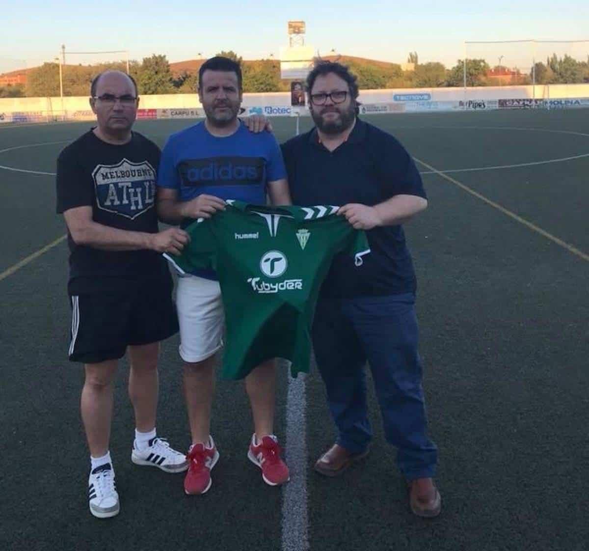 Chechu renueva con el equipo senior Herencia C.F. 1