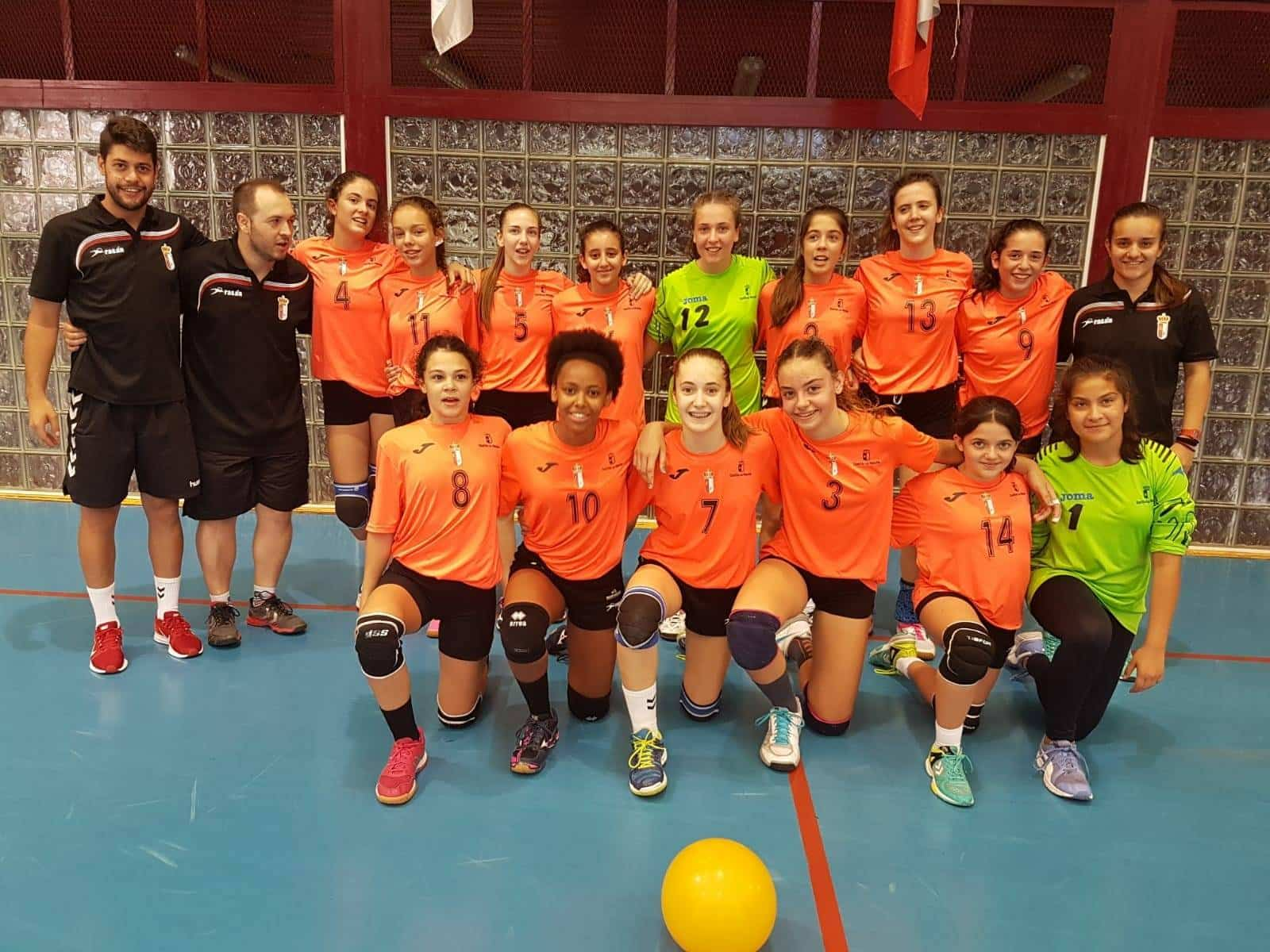 Herencianas campeonas con la selección en el Torneo de Balonmano de Cangas de Narcea 3