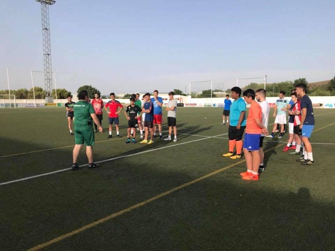 comiezon pretemporada juvenil futbol herencia 1068x801 - Comienza la pretemporada del equipo Juvenil de Fútbol de Herencia