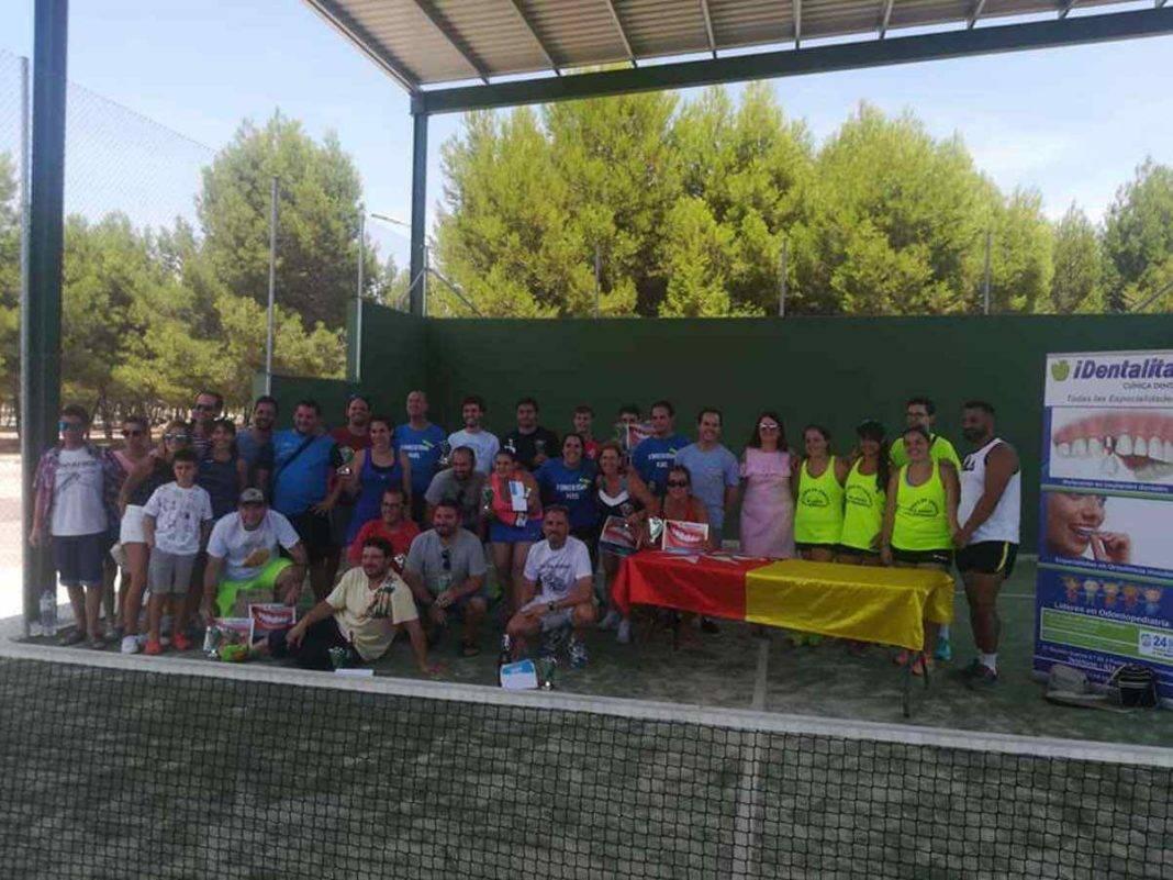 entrega premios tercer torneo padel verano herencia 14 1068x801 - Entrega de premios del III Torneo de Pádel de Verano