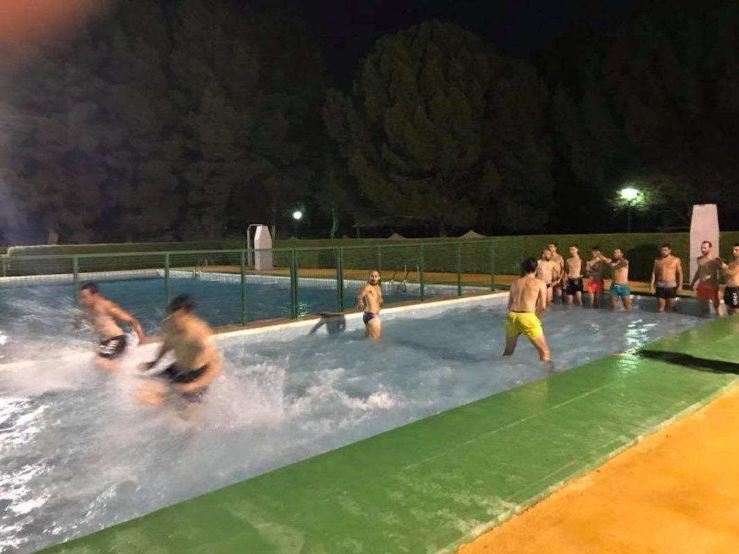 Herencia C.F. se entrena en el agua y la arena de Herencia 9